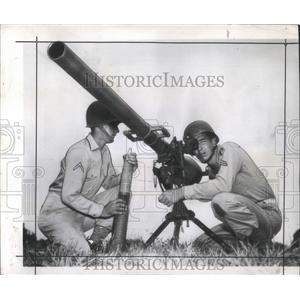 1945 Press Photo Rifle With No Kick but Lots of Wallop - RRX99055