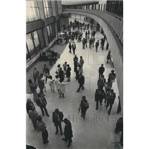 1973 Press Photo Crowd at Birmingham Municipal Airport terminal - abna24772