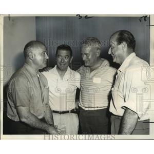 """1964 Press Photo European Civic Leaders of the """"Fly-It-Yourself"""" Group"""