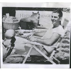 1957 Press Photo Ted Kluszewski Cincinnati Reds Back - RRQ23203
