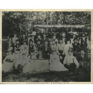 1886 Press Photo The Cream City Amazon Circle went on a picnic at Moiser Park.