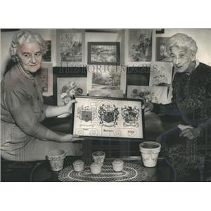 1957 Press Photo Mrs. Alan Daly and Mrs. Rose Garland Rives with Artwork