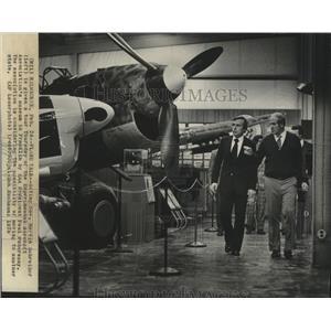 1978 Press Photo Martin Schreiber and Paul Poberezny aircraft museum Milwaukee