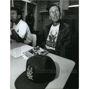 1993 Press Photo Milwaukee Bucks - Mike Dunleavy, Head Coach - mjt00206