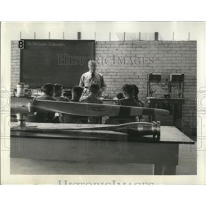 1940 Press Photo Ryan School of Aeronautics Cadets receives ground training