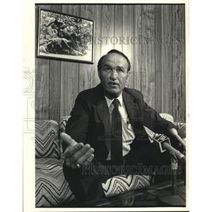 1984 Press Photo Eddie Jones, Saints president, talks about training camp