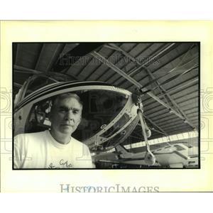 1995 Press Photo Pilot Allen Campbell, director of Air Care International