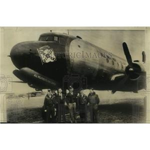 1947 Press Photo crew of C-54 SkyMaster after landing at Brize, England