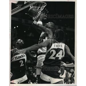 1988 Press Photo Milwaukee Bucks basketball player, Terry Cummings, in action