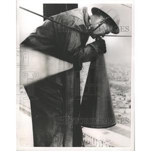1955 Press Photo Megaphone Howard Graham Feet - RRW44641