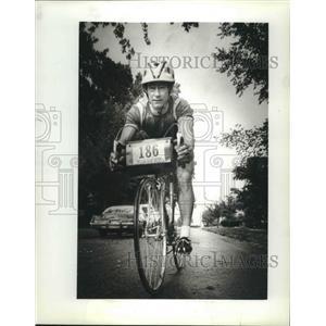 1982 Press Photo Bicyclist Gerry Crass regularly participates in triathlons
