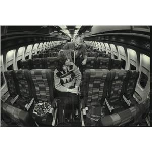 1983 Press Photo Transport Chair Inside of a United Airlines' 727 Aircraft