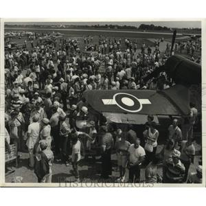 1983 Press Photo Visitors at an Experimental Aircraft Association show