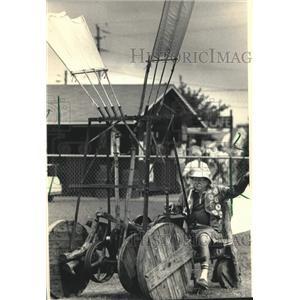 1986 Press Photo Jim Hay & his ornithopter Experimental Aircraft Association