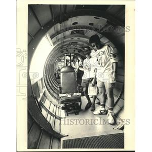 1987 Press Photo Spectators toured the inside of the EAA B-17 bomber - mjc29809