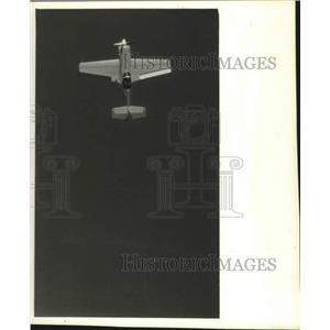 "1993 Press Photo Wisconsin-Pilot Elena Klimovich flies ""Pink Floyd"", EAA Fly-In"