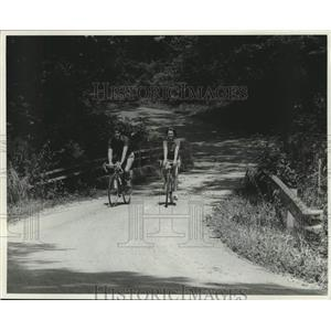 1982 Press Photo Bicyclists discover Kentucky's back-road biking routes