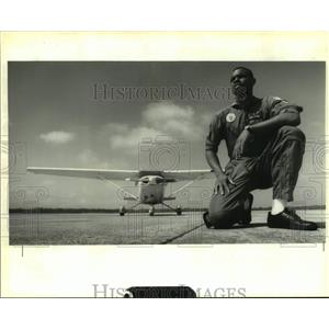1992 Press Photo Lieutenant Damine Johnson at Belle Chase Naval Air base