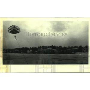 Press Photo Parachutist Debbi Camp in New York - tua21341