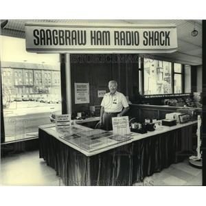 1983 Press Photo SAAGBRAW ham radio shack booth - mjc37353