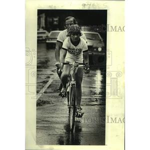 """1978 Press Photo Bicycling - Blind cyclist Tore Naerland and his """"pilot"""""""
