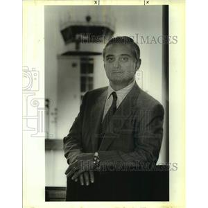 1989 Press Photo New Orleans-Steve Murray, Aviation Board Chairman at airport