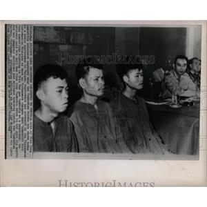1964 Press Photo Viet Cong Prisoners Presented To Press - RRX80295