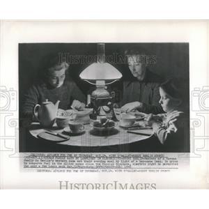 1948 Press Photo German Family Eating Lamplight - RRX83187