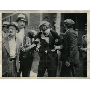 1934 Press Photo Bystander Bomb tear gas fighting fire - RRX80133