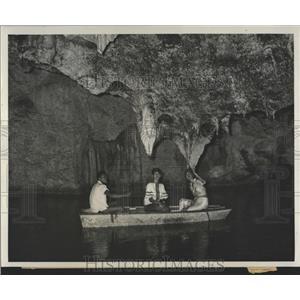 1961 Press Photo Tourists Runaway Caves Jamaica - RRX83789