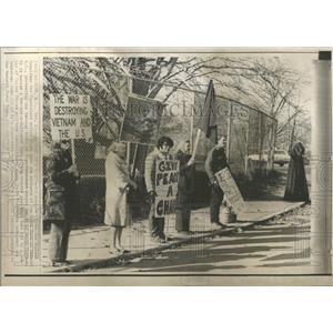 1970 Press Photo Protest of visit of Nguyen Cao Ky
