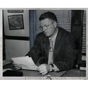 1950 Press Photo Earl Harry Dutch Clark Football Coach - RRW88939