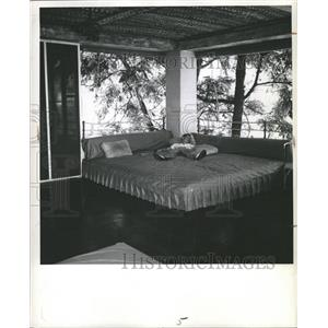 1945 Press Photo Strain missions Navy pacific home rest - RRW48263