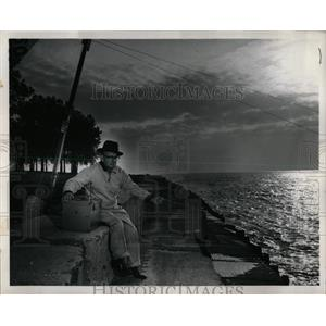 1961 Press Photo Montrose Harbor Man Trolling Fish - RRW63137