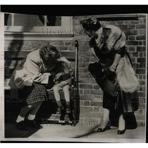 Undated Press Photo Queen Elizabeth visits U.S. - RRX62783
