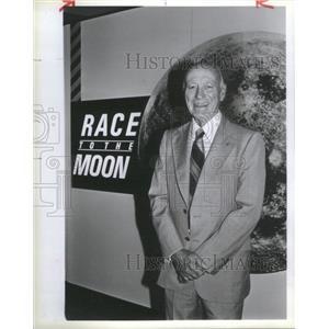 1984 Press Photo Robert Gilruth director NASA spacecraft Adler Planetarium