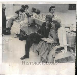 1960 Press Photo Grief-stricken Couples React To Crash