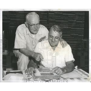 1958 Press Photo World War I buddies Lawrence E. Busch and Albert H. Larson view