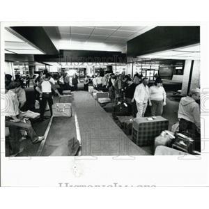 1985 Press Photo Passengers at Tampa International Airport - XXB08991