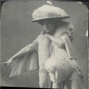 1900 Press Photo Mrs Hal Lay