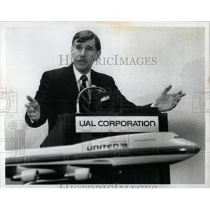 1990 Press Photo UAL United Airlines Stephen Wolf - RRW62165