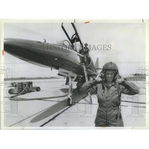 1981 Press Photo Reporter Pamela Warrick Blue Anger TA-4F Skyhowk Blue Angels