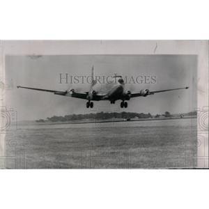 1958 Press Photo C124 Globemaster takes off - RRW69315