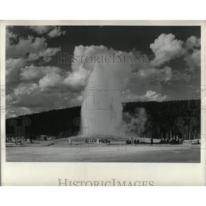 Undated Press Photo Yellowstone Geyser - RRX63827
