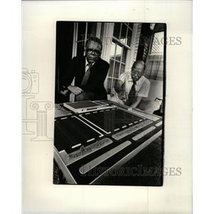 1981 Press Photo Herschel Richey Previews New Center