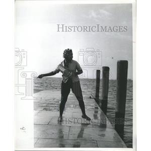 1964 Press Photo Fisherman catch fish swinging pier way - RRX88533