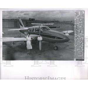 1963 Press Photo Flight Instructor Betty Miller Stands Beside Piper Apache H