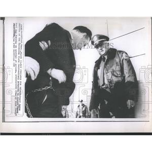 1969 Press Photo Guard James Chilton searches James Earl Ray - RSH97239