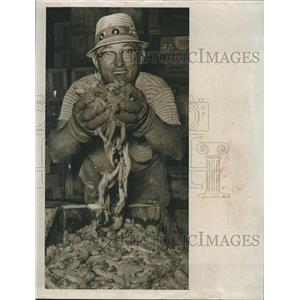 1963 Press Photo George Soucke hold a bunch of Shrimp.