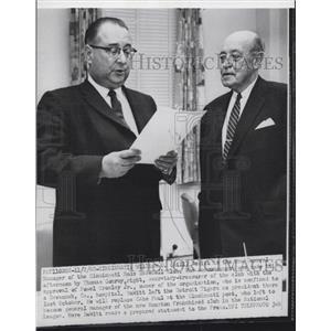 1960 Press Photo Cincinnati Reds Manager William O. DeWitt with Thomas Conroy